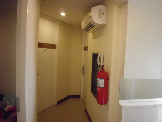 Asoke Suites Hotel : thats between rooms ((corridors))