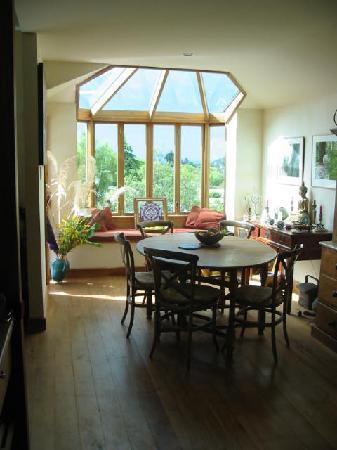 Joya Garden & Villa Studios: breakfast area villa