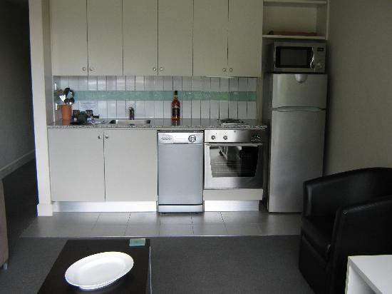 Whistler Holiday Apartments: Kitchen U18