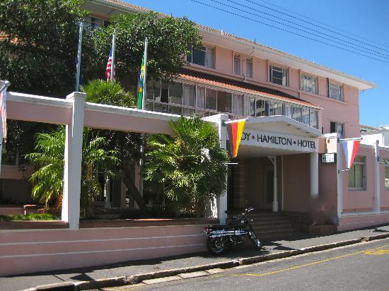 โรงแรมเลดี้ฮอลมิลตั้น: Front of hotel