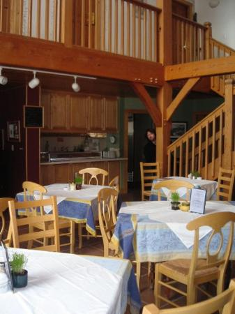 The Alpine House Lodge & Cottages: The dining area