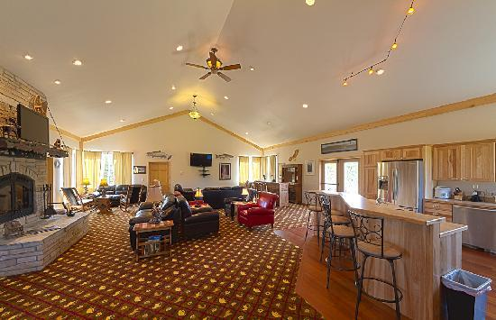 Salmon Catcher Lodge: Convention Living Room