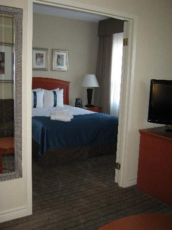 Holiday Inn & Suites Ottawa Kanata: bedroom