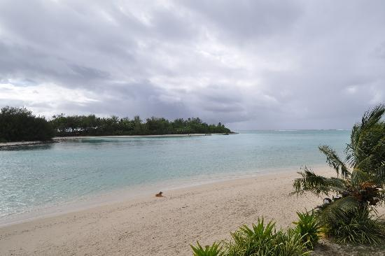 Muri Beach Resort: View from our room to lagoon