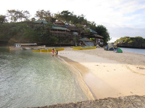 Hundred Islands National Park: beach on quezon island