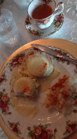 Olcott House Bed and Breakfast Inn: eggs benedict!
