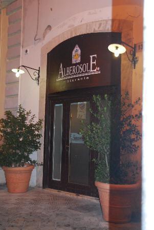 Alberosole: entrata ristorante