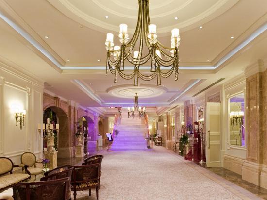 Rixos Almaty: Ballroom Foyer