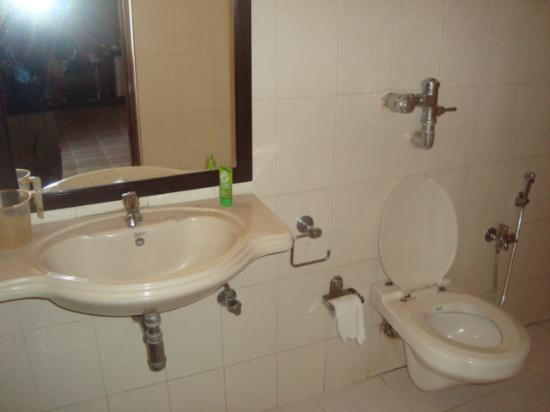 Crystal Beach Resort By Cambay: sea view's wash room