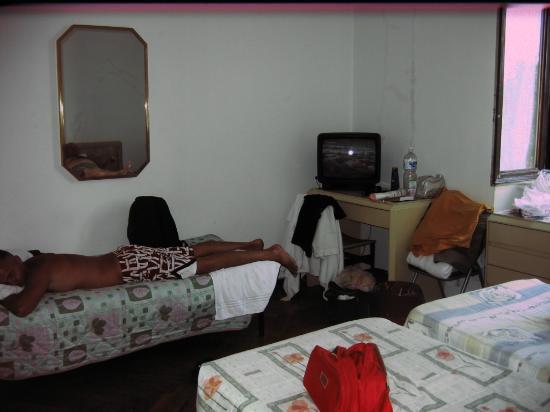 Gambara Hotel: triple room