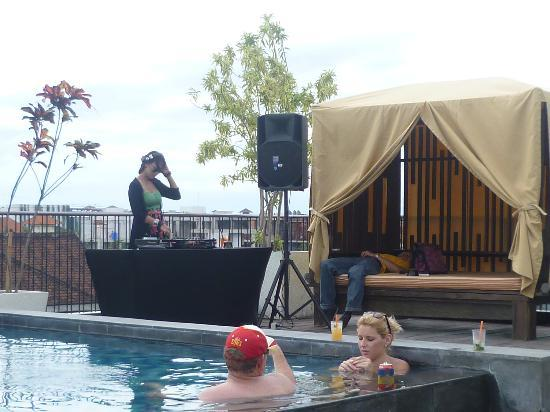 The ONE Legian: Pool and DJ at happy Hour