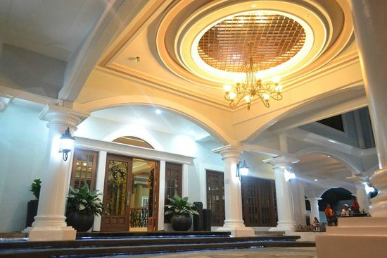 Kapis Mansions Hotel : Beautiful Chandelier of Kapis Mansions