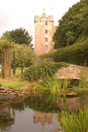 Castle Stuart: Outside view of castle in Summer Time