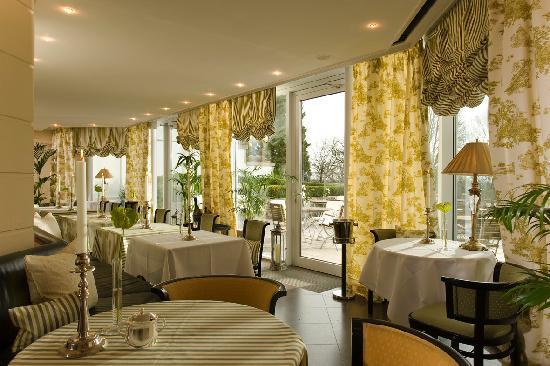 """Schlosshotel Burg Schlitz: Brasserie """"Louise"""""""