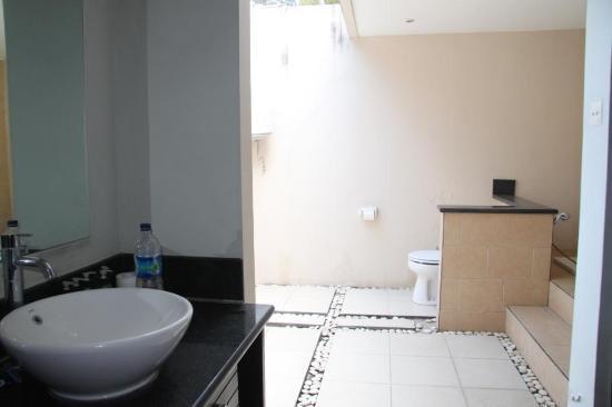 Kubu Pratiwi : Bathroom 2