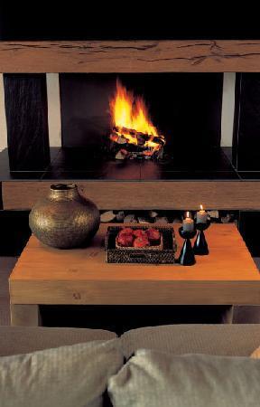 Hotel Caprice: Fireplace