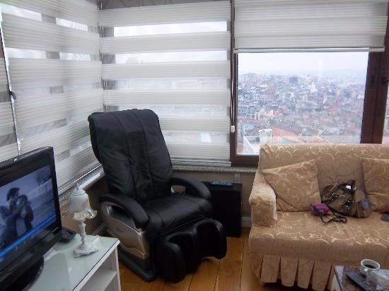 Moss Suites: livving room