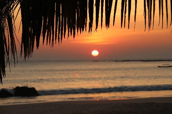 Shivapuri Heights Cottages: Ngapali Beach - sunset