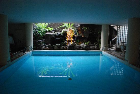 Ma Hotel: 誰も入っていないプール