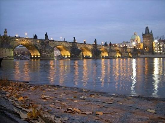 Prague, Czech Republic: puente de carlos