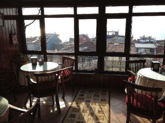 Naz Wooden House Inn: Salle petit déjeuner