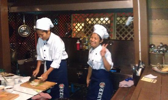 Paak Dang: open kitchen