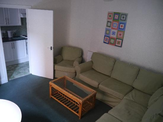 Sandpiper Holiday Apartments: lounge 4