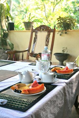 Palm Grove: Waking up to a hot pot of joe and fresh fruit was fantastic!