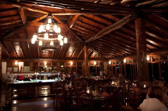 Lake Manyara Wildlife Lodge: sala ristorante