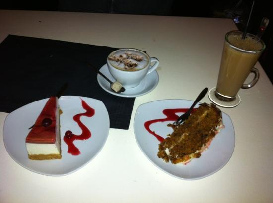 ALLETIDERS - restaurant kaffe & vinbar: In house made cheesecake and carrot cake, with cappuccino and coffee with baileys for drinks...!