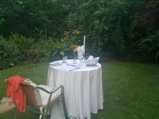 Foxwood House: Have a meal in the garden