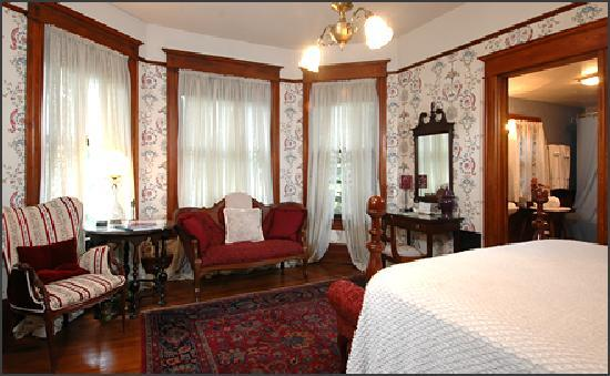 The 1899 Wright Inn and Carriage House: Powell Suite