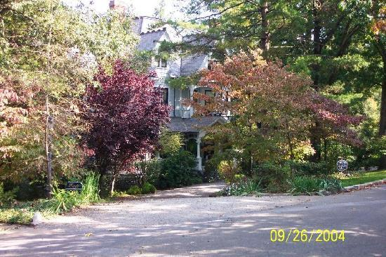 The 1899 Wright Inn and Carriage House: Welcoming Autumn Greeting