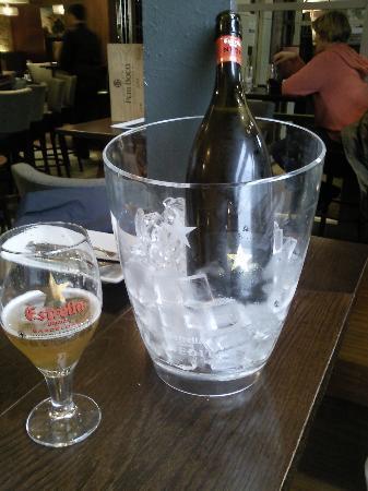 Sante Wine Bar and Restaurant: Estrella Damm Inedit
