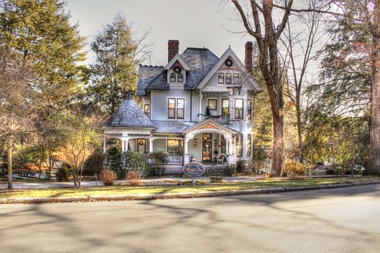 """The 1899 Wright Inn and Carriage House: Beautiful photo from """"Butchster"""""""