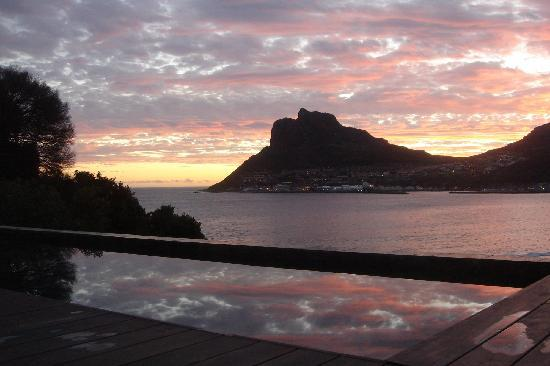 Chapmans Peak Beach Hotel: Sunset from the Hotel Pool
