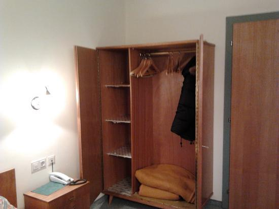 Appartement/Pension Brauhaus: armadio