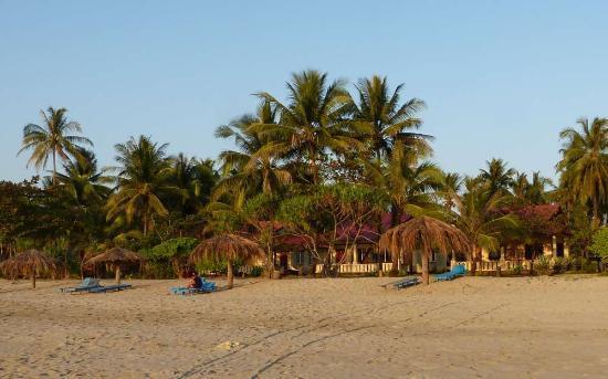 Chaungtha, Birma: Blick von Westen nach Osten, Strand zu den Bungalows