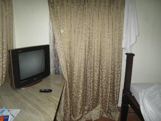 Akkarakalam Memoirs: tv in room with many english channels