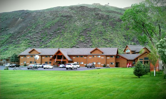 Yellowstone Village Inn: Every Single room is now renovated, come take a look!