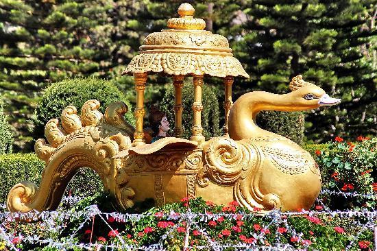 Mount  Abu: Lord Krishna's Golden Chariot at Madhuban
