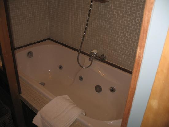 Calis Bed & Breakfast: Jacuzzi Tub
