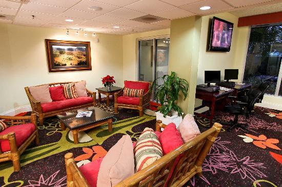 Ramada Hialeah/Miami Airport: Business Center / Lobby
