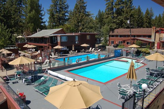Ferrari's Crown Resort: Our pool on a gorgeous, Lake Tahoe day.