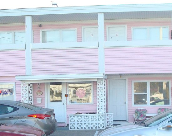 Misquamicut, RI: Sea Shell Motel Office
