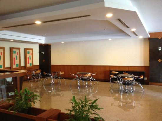 Grand Park Hotel: Bar