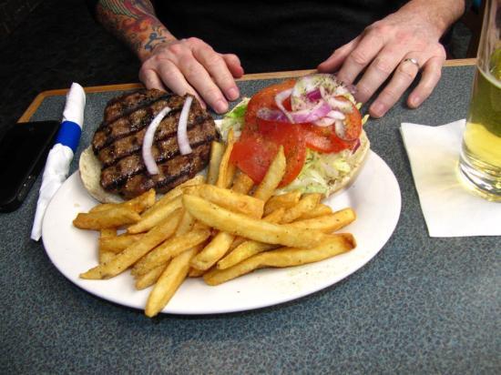 Dave's Taverna : Burger