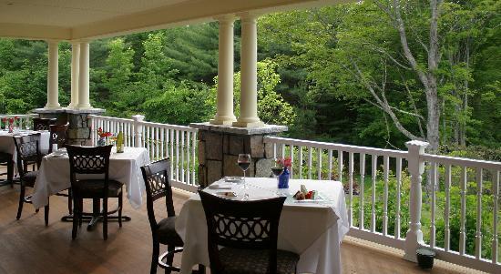 The Inn at Thorn Hill & Spa: Wrap around porch