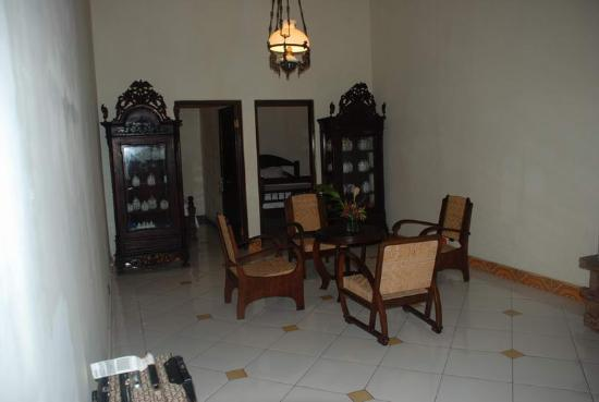 Joglo Plawang Boutique Villa: living room - std room