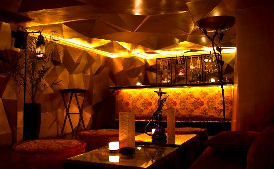Azar : The mezzanine bar, to take a drink with a shisha flavour
